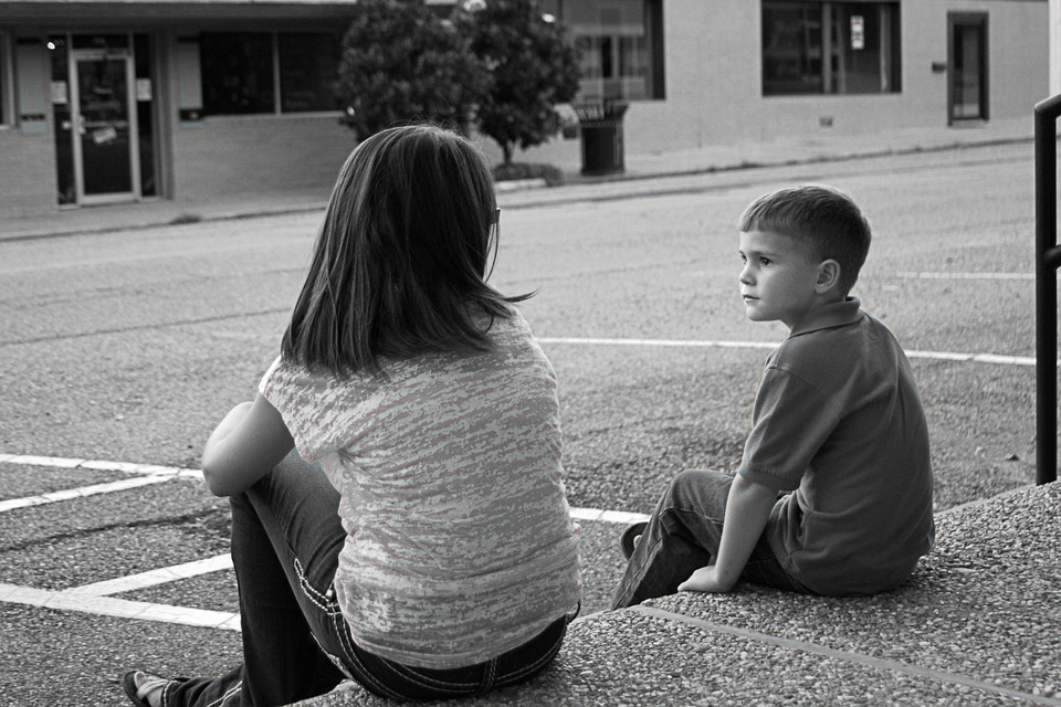 Ako riešiť súrodenecké hádky a bitky? Kedy zakročiť?