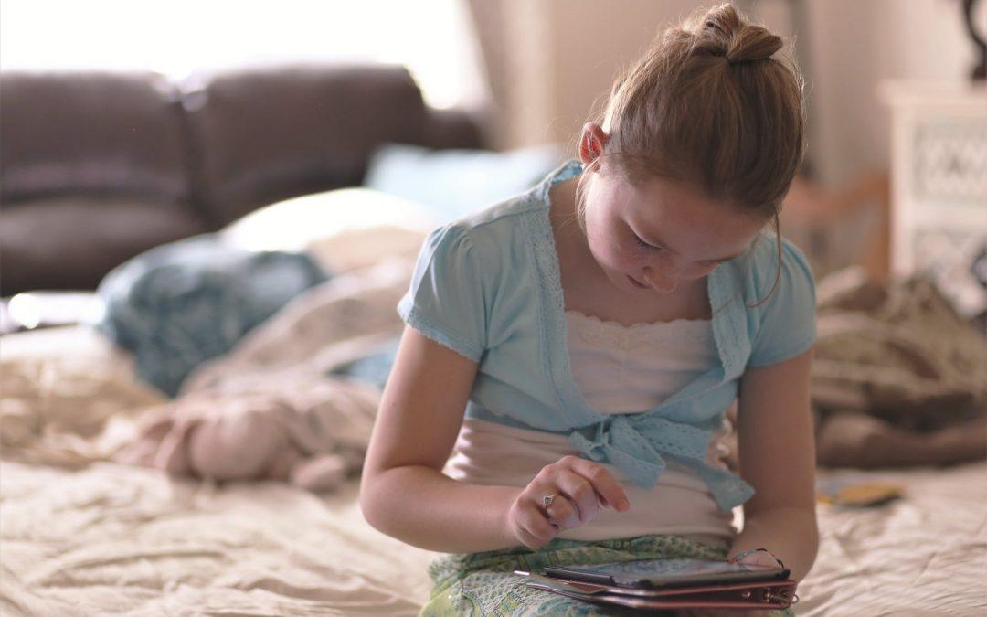 Hogyan védhetjük meg gyermekeinket  az internet veszélyeitől?- a pszichológus tanácsol
