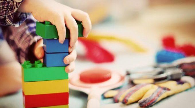 Zbavovanie Sa Hračiek – Jednoduché  Detstvo